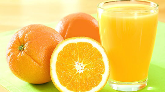 Does orange juice lose its vitamin C if it takes time to drink?