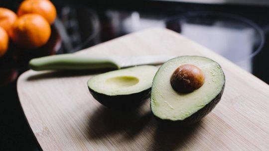 Die Eigenschaften der Avocados, die Sie dazu bringen, sie in Ihre Ernährung einzuführen